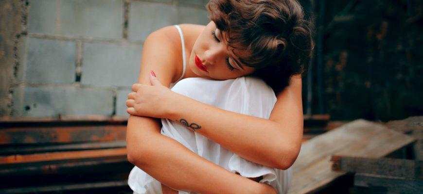 Одинокая Женщина: Мужской Взгляд Со Стороны